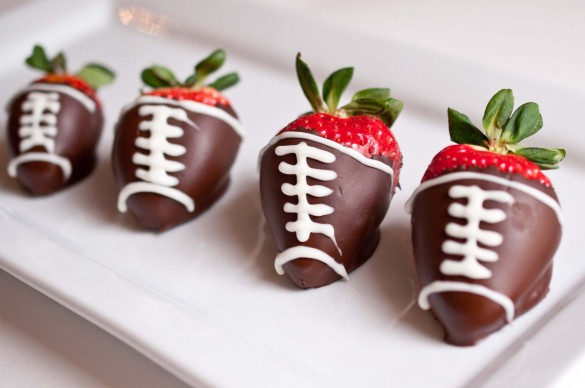 Super Bowl yummy party food - Chocolate Strawberry Footballs