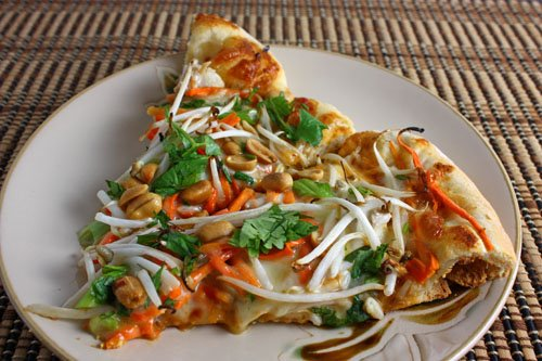Thai Chicken Pizza with Spicy Peanut Sauce - fancy-edibles.com