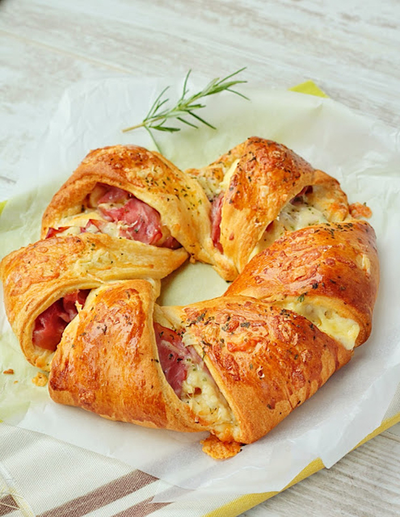Cheese and Ham Pastry Ring