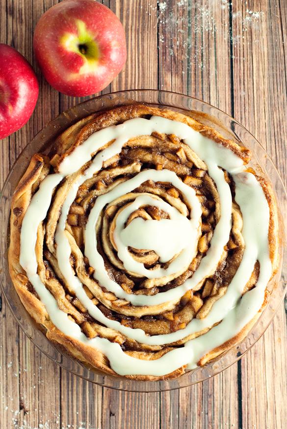 Spiced Apple Cinnamon Roll Cake