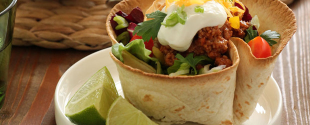 Mexican salad with meat on nests tortilla2