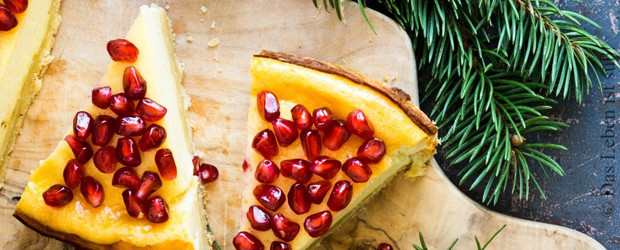 Cheesecake with goat cheese and pomegranate