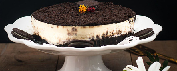 Outdoor Party Planning Ideas, Tips, Checklist and Recipes - OREO Cookies Cheesecake