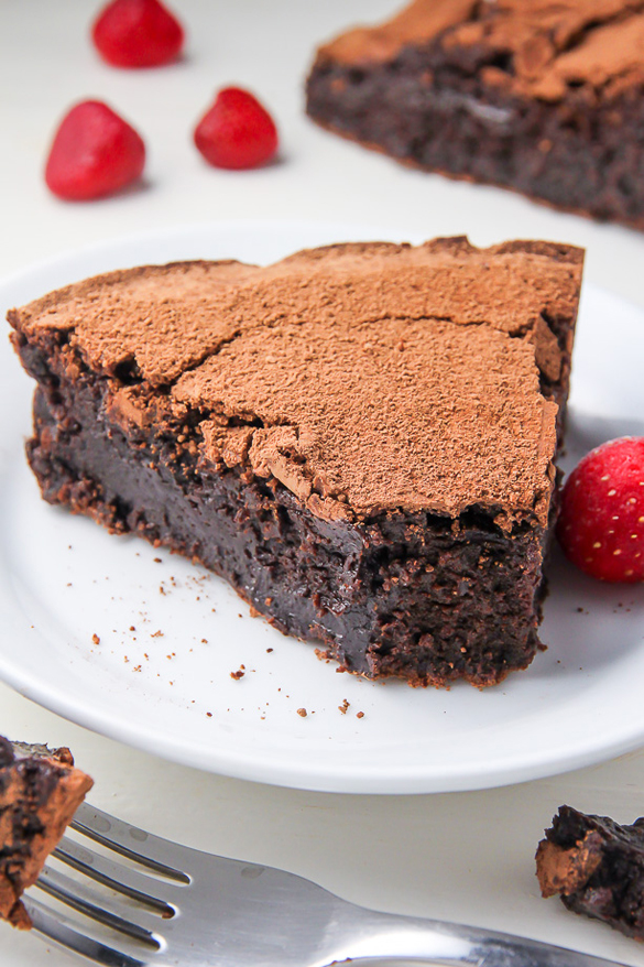 Flourless Chocolate Fudge Cake - fancy-edibles.com