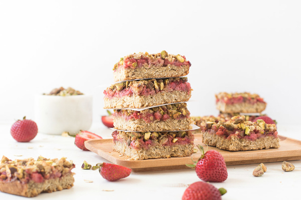 Strawberry & pistachio chia-oat bars
