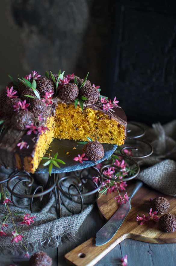 Bolo de cenoura – Brazilian carrot cake – with brigadeiros