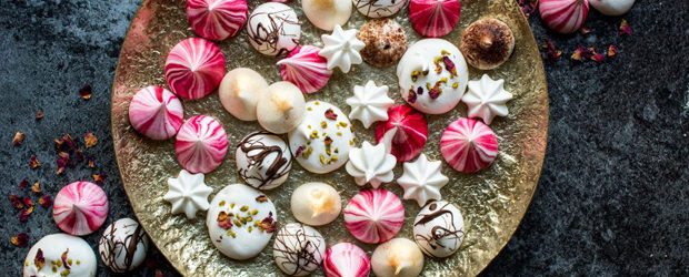 festive-vegan-meringue-kisses1