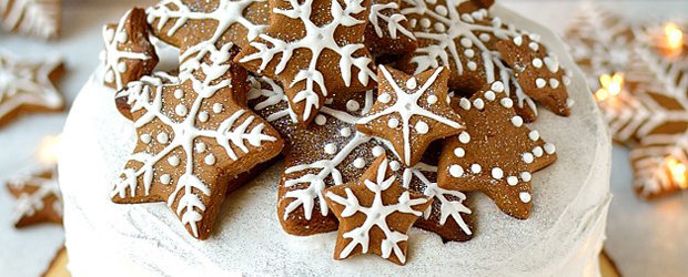 Gingerbread Topped Christmas Cake