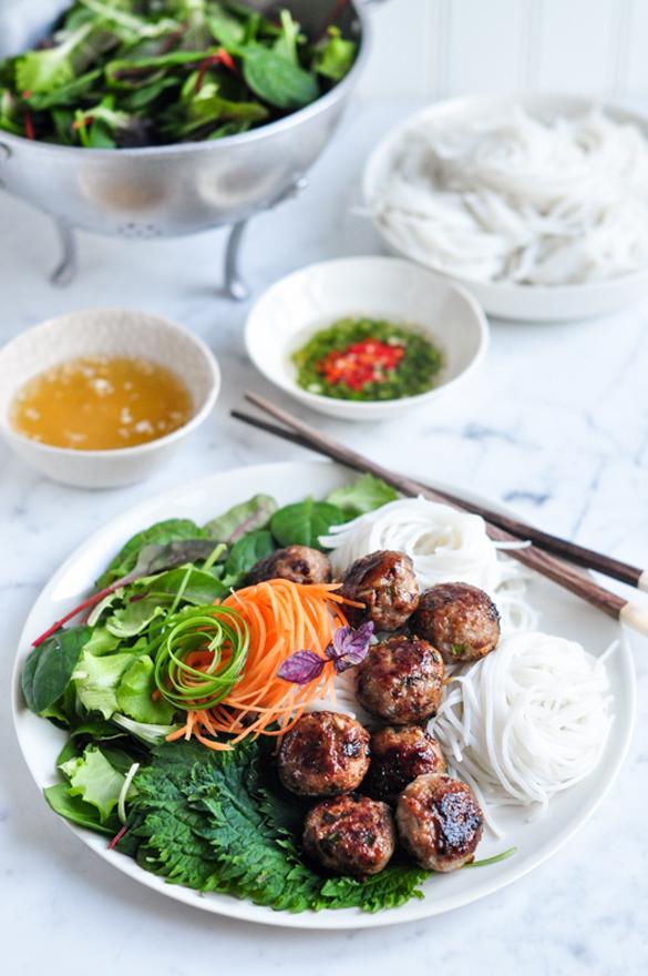 Bun Cha – Vietnamese Pork Meatballs with Vermicelli Noodle Salad