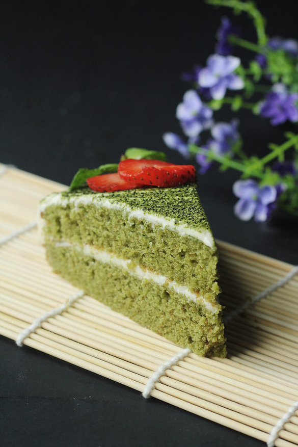 Green Tea (Matcha) Cake with White Chocolate Frosting