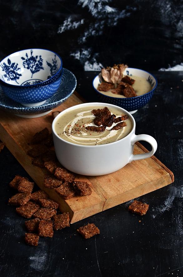 Creamy Califlower & Roasted Garlic Soup