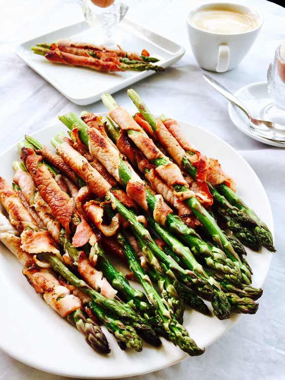 Egg and bacon wrapped asparagus breakfast