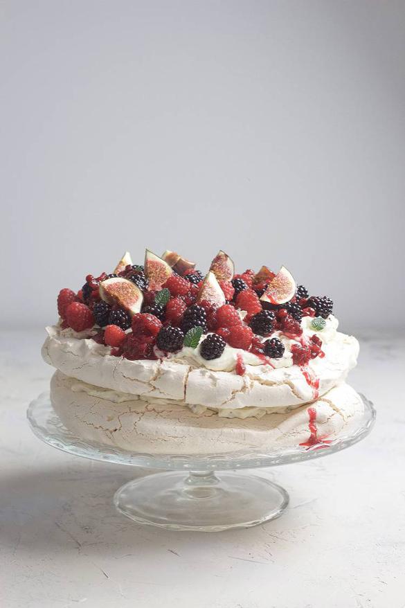 Pavlova meringue with fresh berries and stracciatella cream